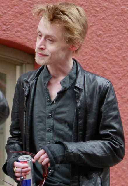 the-story-of-what-really-happened-to-macaulay-culkin-when-his-star-started-to-fade-pictur-448394-439x640